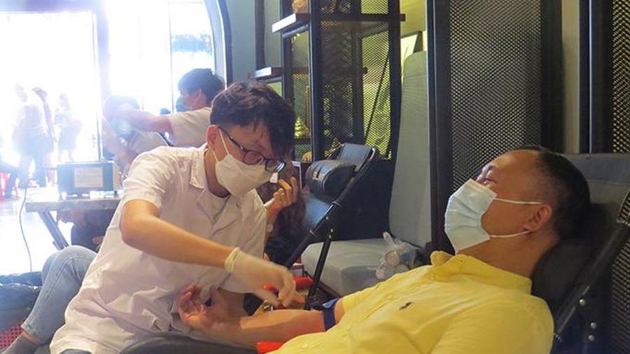 6 tháng, tiếp nhận hơn 10.600 đơn vị máu