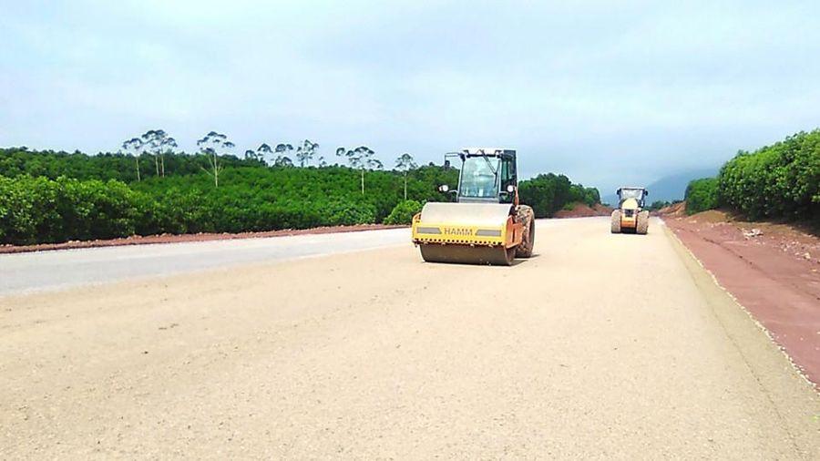 Cấm đường để thi công cao tốc Tiên Yên - Móng Cái