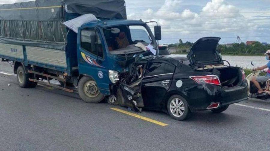 TNGT kinh hoàng ở Hưng Yên, 3 người tử vong: Tài xế xe con chạy lấn làn