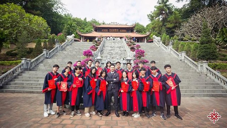 Thầy giáo Dương Hà, người dâng cho đời hàng ngàn 'trái ngọt hoa thơm'