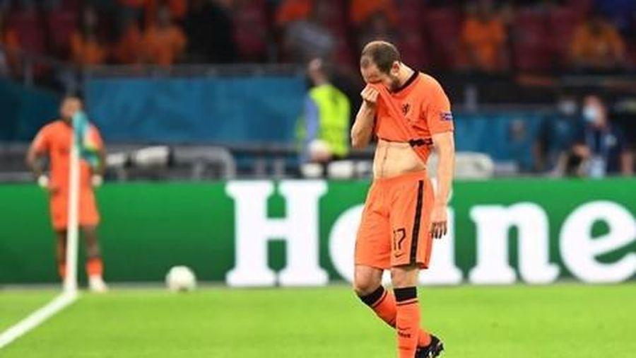 HLV Mourinho và tuyển thủ Hà Lan bật khóc vì ám ảnh sự cố của Eriksen