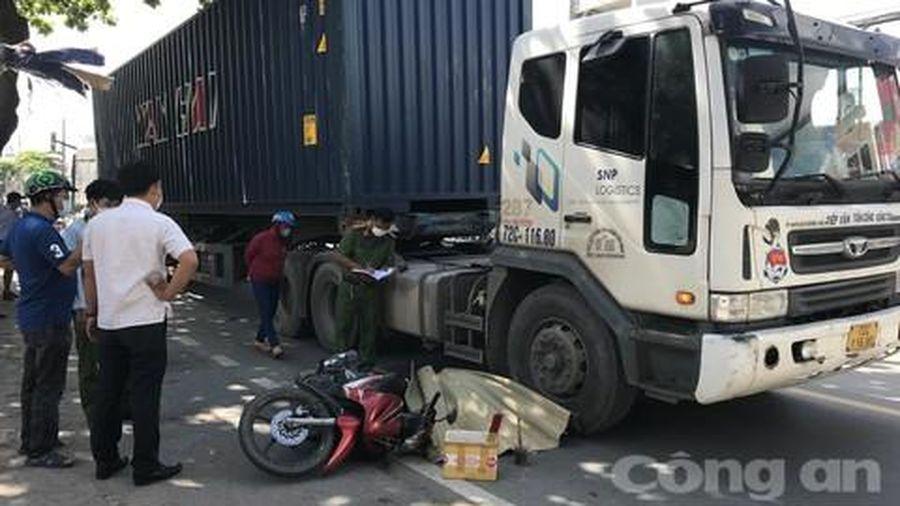 Tài xế xe ôm công nghệ bị container cán chết trên đường 'tử thần' ở Sài Gòn