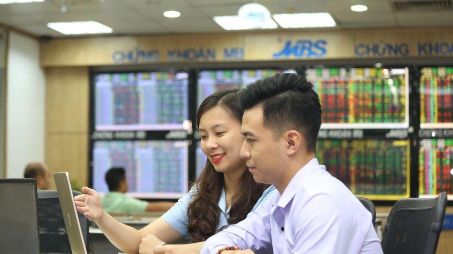 Giao dịch chứng khoán sáng 14/6: Bluechip dẫn lối, VN-Index tiến về đỉnh cũ