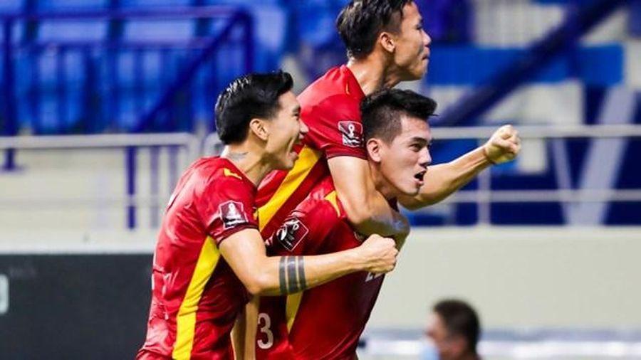 Fan Việt tặng quà 'độc' cho các tuyển thủ Đội tuyển Việt Nam