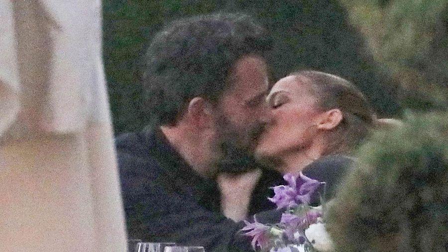 Ben Affleck hôn Jennifer Lopez