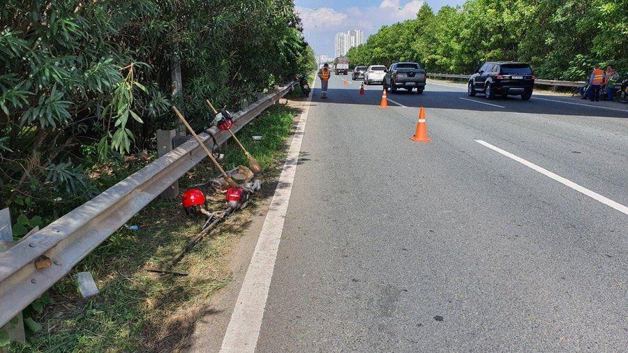 Truy tìm tài xế ôtô tông chết công nhân trên đại lộ Thăng Long