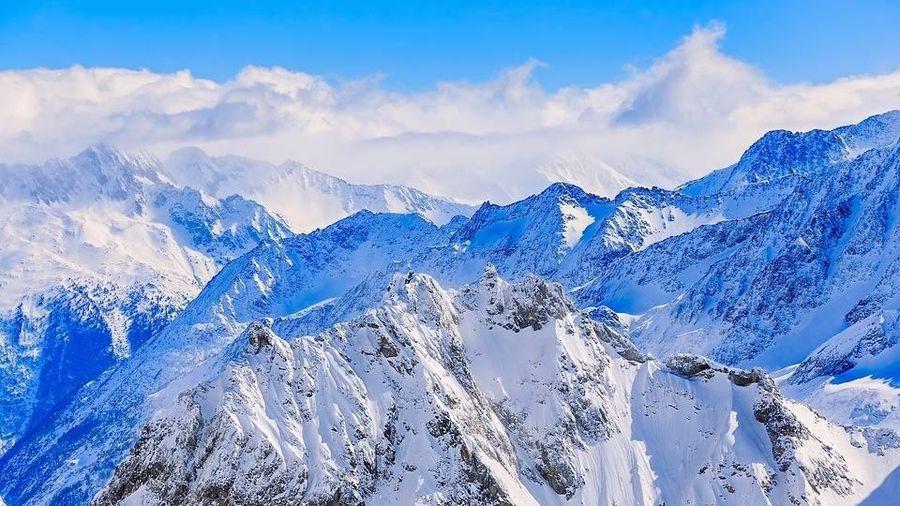 Máy bay và tàu lượn rơi trên dãy núi Alps