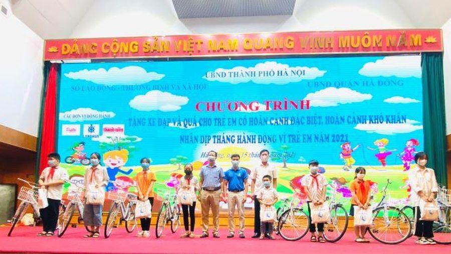 Hà Nội trao tặng 50 xe đạp và 185 phần quà cho trẻ em có hoàn cảnh đặc biệt, hoàn cảnh khó khăn