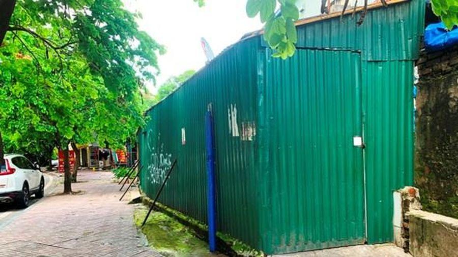Những hình ảnh không đẹp trên phố Tôn Quang Phiệt