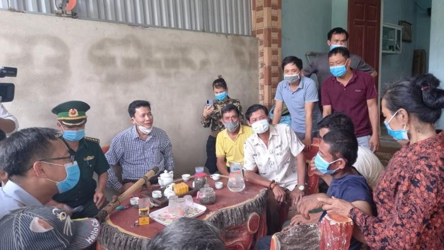 Hai ngư dân Thanh Hóa bị trôi dạt đã được cứu hộ an toàn