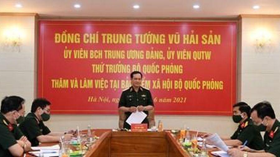 Trung tướng Vũ Hải Sản thăm, làm việc tại Bảo hiểm xã hội Bộ Quốc phòng