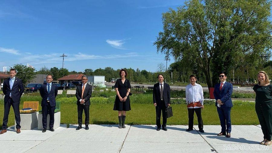 Đại sứ Việt Nam tại Hà Lan thăm và làm việc tại Floriande Expo 2022