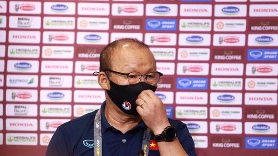 HLV Park Hang-seo nổi nóng với phóng viên UAE vì hành động này