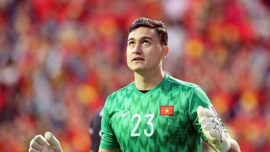 Thủ môn Đặng Văn Lâm, tiền vệ Lee Nguyen gửi lời chúc đội tuyển Việt Nam