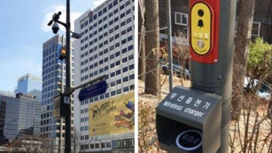 Hàn Quốc dựng 'cột đèn thông minh' choáng ngợp tính năng siêu hiện đại