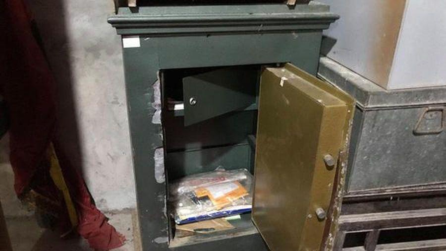 Ngôi đền 2.300 năm tuổi ở Phú Thọ bị trộm phá két lấy đi nhiều sách cổ và sắc phong