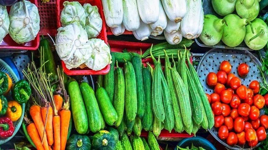 Giá thực phẩm rau củ quả ngày 15/6: Rau xanh tiếp tục giảm, một số loại củ tăng