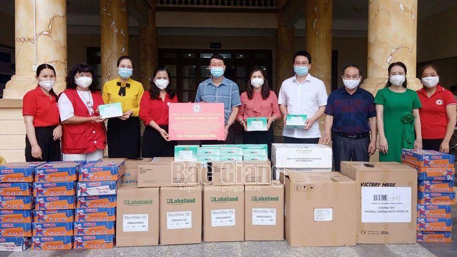 Bắc Giang: Trao vật tư y tế, nhu yếu phẩm hỗ trợ phòng, chống dịch cho huyện Sơn Động