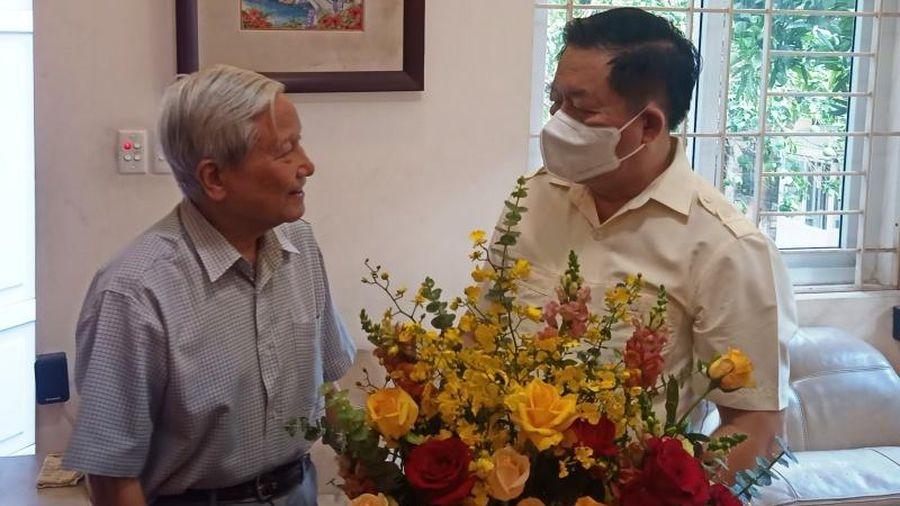 Trưởng ban Tuyên giáo Trung ương thăm các nhà báo lão thành cách mạng