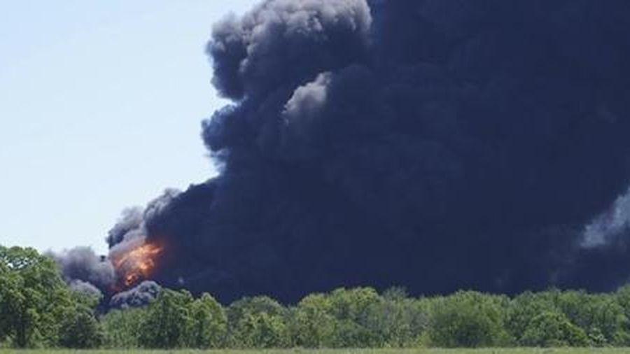 Nổ nhà máy dầu lớn nhất nước Mỹ, 1.000 người sơ tán
