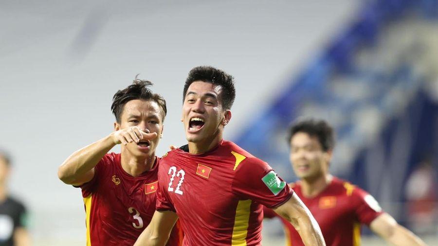 Tập đoàn Hưng Thịnh treo thưởng 2 tỷ đồng nếu tuyển Việt Nam không thua UAE