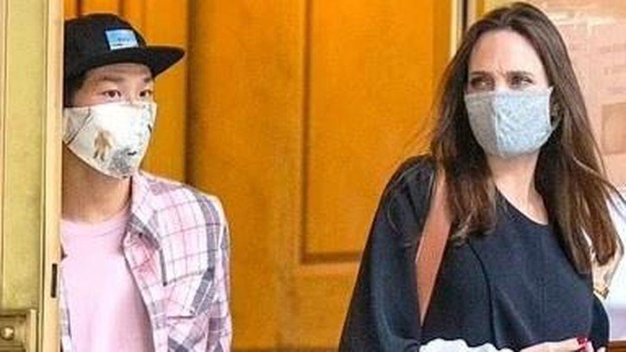 Angelina Jolie đưa Pax Thiên đến nhà chồng cũ