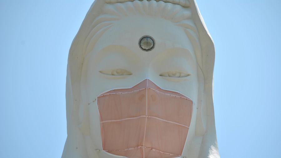 Tượng Bồ tát ở Nhật được 'đeo khẩu trang'
