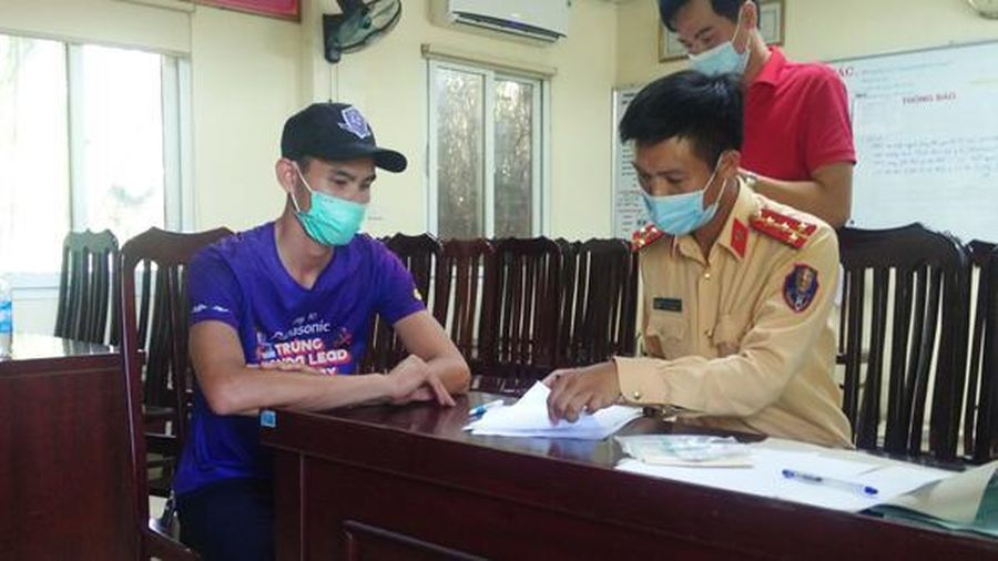 Hà Nội: Tài xế cầm gậy sắt đe dọa lái xe khác bị phạt 11 triệu đồng