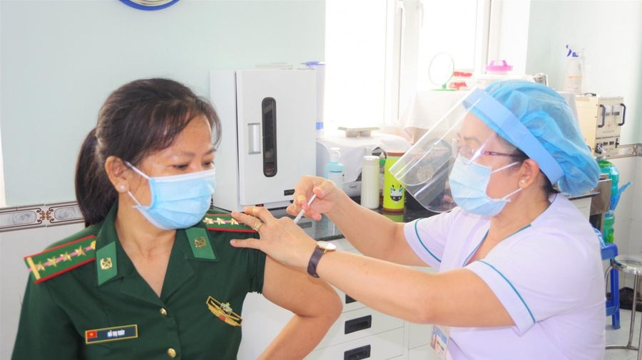 Gần 1,7 triệu liều vắc xin phòng Covid-19 đã được tiêm tại Việt Nam