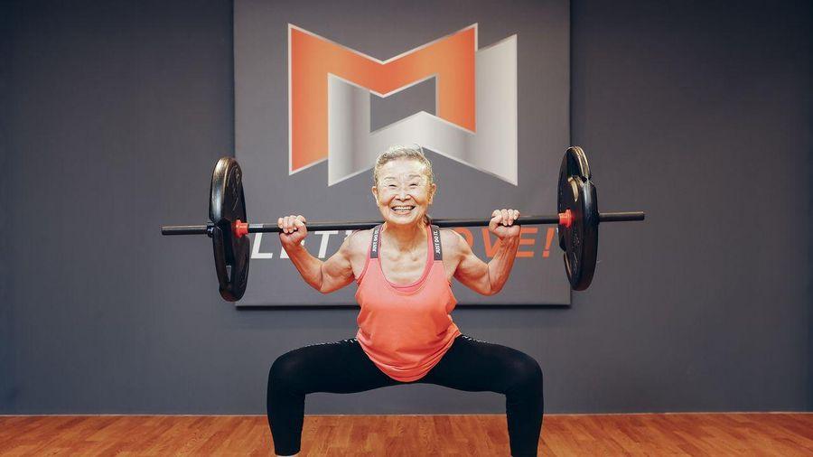 Kinh ngạc huấn luyện viên thể dục lớn tuổi nhất Nhật Bản