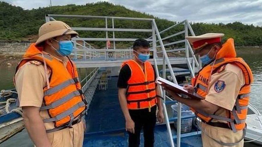 Quyết tâm giữ vững trật tự, an toàn giao thông trên sông Đà