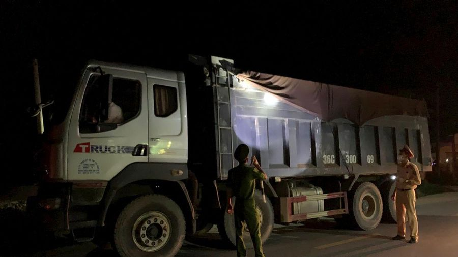 Bị xử phạt nặng, đơn vị vận tải tìm cách trốn tránh lực lượng CSGT