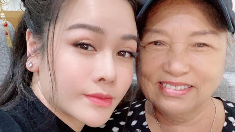 Nhật Kim Anh: Mẹ có bệnh nên tôi 'vái tứ phương'