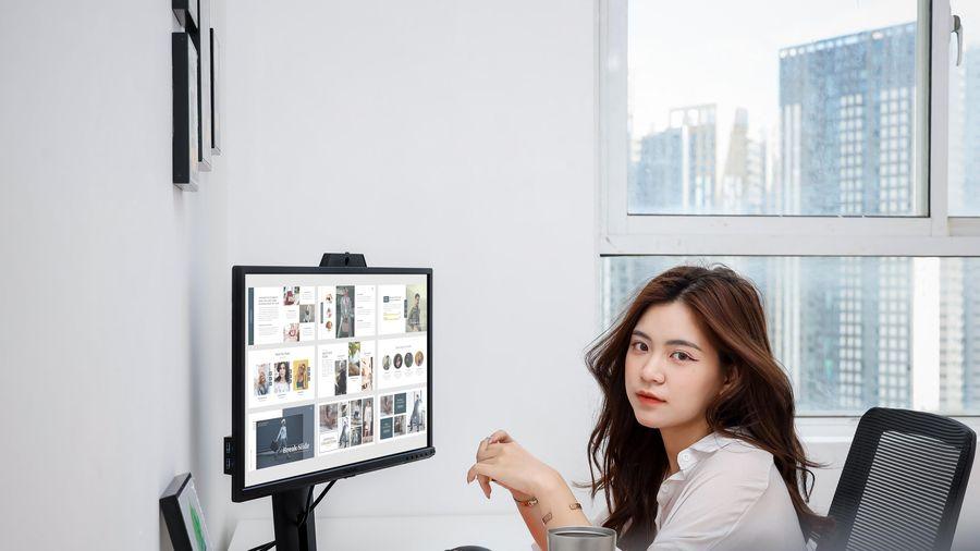 Góc làm việc mùa dịch cùng màn hình ViewSonic VG2440V giá chưa tới 5 triệu