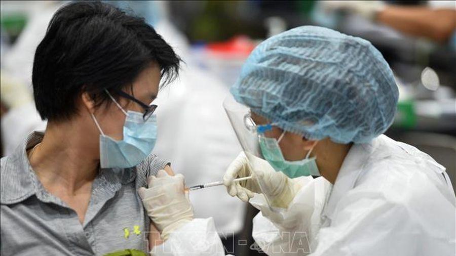 Người nước ngoài cư trú dài hạn tại Thái Lan sẽ phải mua bảo hiểm COVID-19
