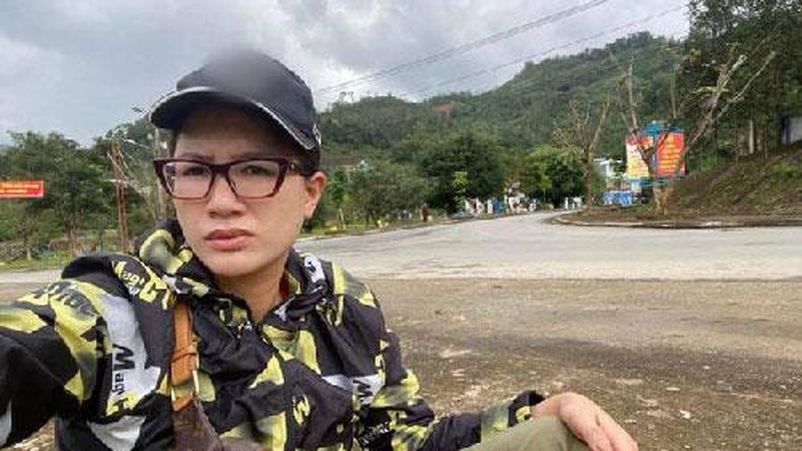 Giữa lúc nhiều nghệ sĩ vướng lùm xùm từ thiện, Trang Trần vẫn vô tư đi kêu gọi quyên góp