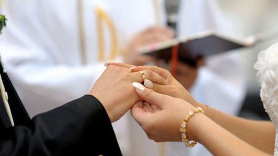 Kết hôn giả để nhập quốc tịch nước ngoài, bị phạt thế nào?