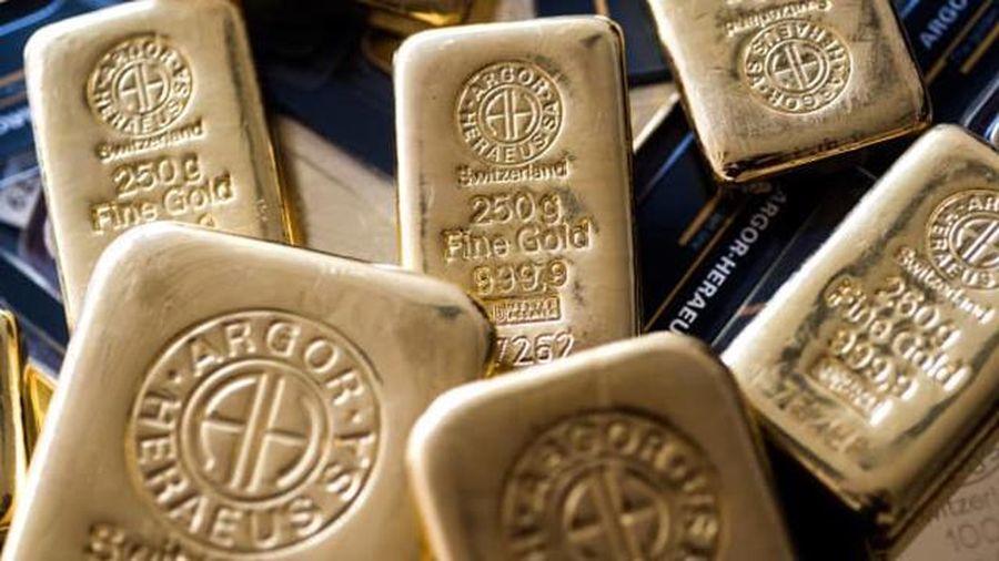 Giá vàng rớt xuống đáy trong lúc chờ kết quả cuộc họp Fed