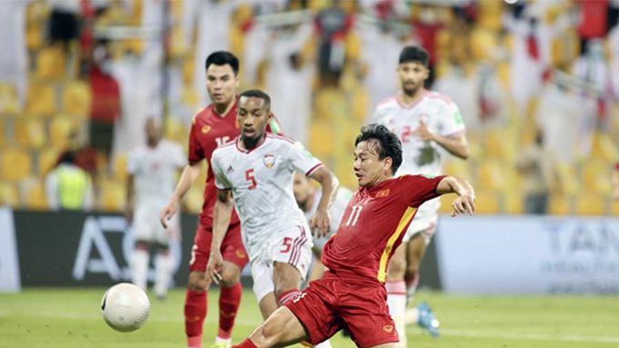 Khoảng trống nơi giữa sân của đội tuyển Việt Nam