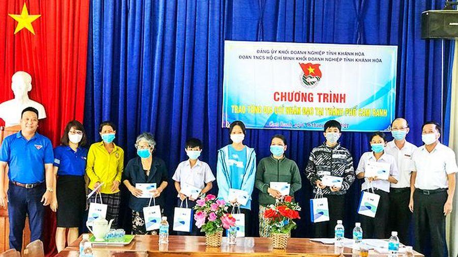 Cam Ranh: 20 địa chỉ nhân đạo được trao tặng quà và học bổng