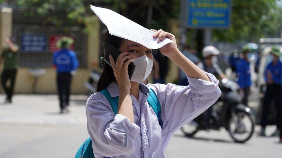 Đề Toán lớp 10 của THPT chuyên Khoa học tự nhiên 'dễ thở', dự đoán phổ điểm chỉ 5-5,5