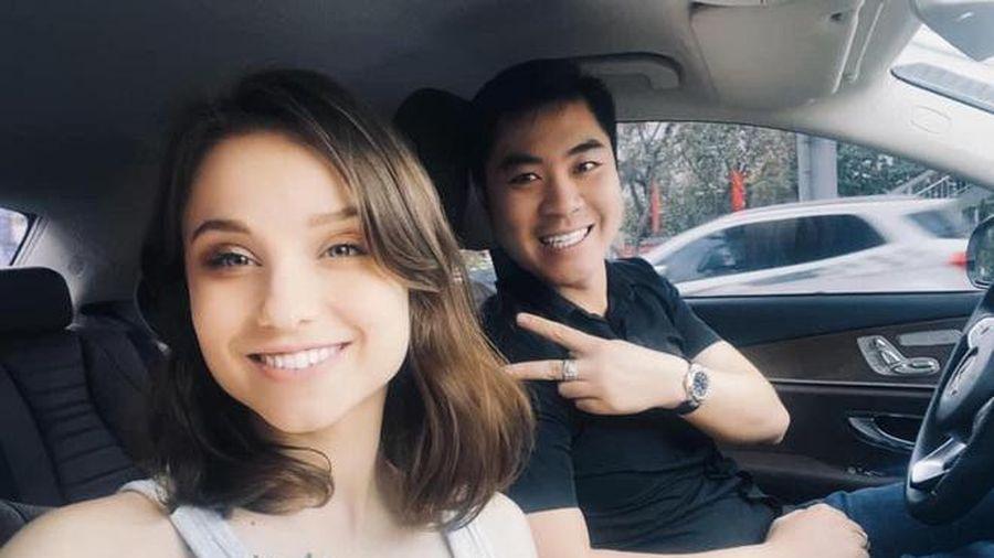 Chàng trai Hà Nội quyết rước nàng mẫu Tây về dinh sau trận đấu bóng đá điện tử