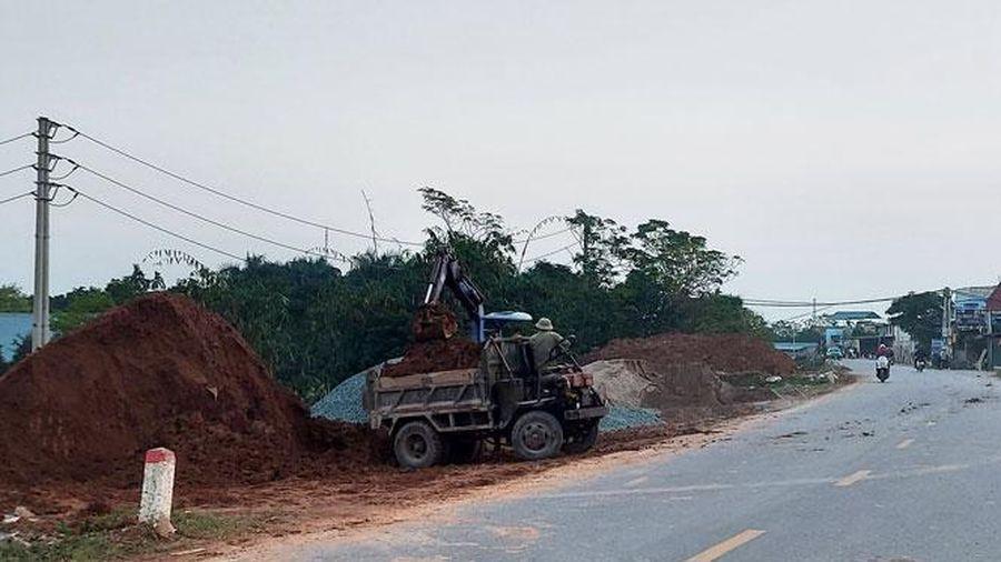 Khẩn cấp xử lý sự cố sạt lở chân đê hữu Đáy (huyện Quốc Oai)