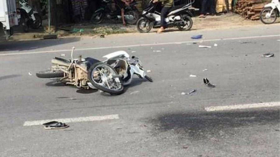 2 xe máy va chạm, 2 người thương vong