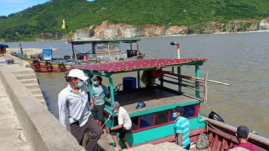 6 người thuê thuyền trốn khỏi vùng cách ly