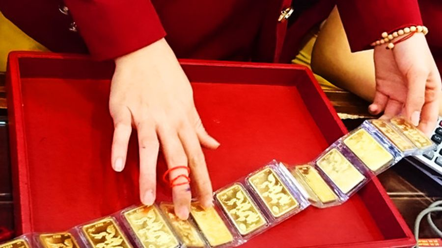 Giá vàng hôm nay 17/6: Giá vàng thế giới và trong nước cùng lao dốc sau kỳ họp của Fed