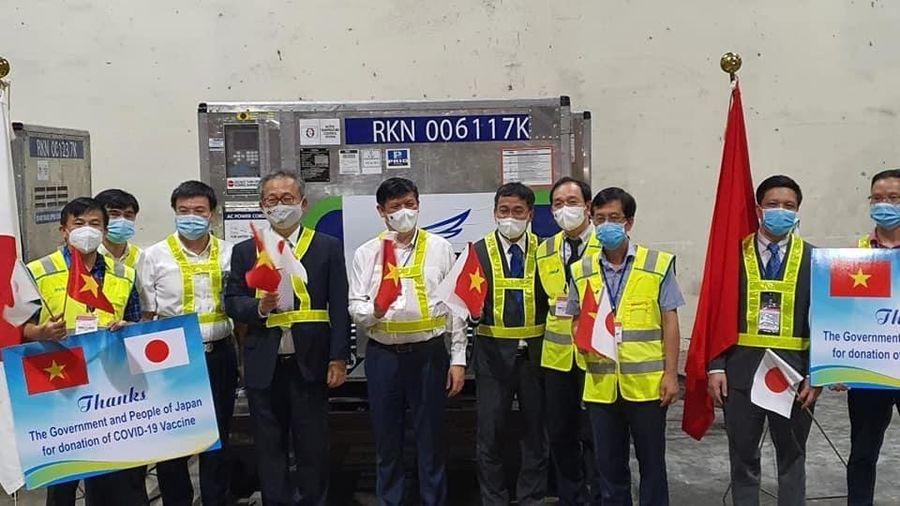 Việt Nam nhận gần 1 triệu liều vaccine phòng COVID-19 từ Chính phủ Nhật Bản