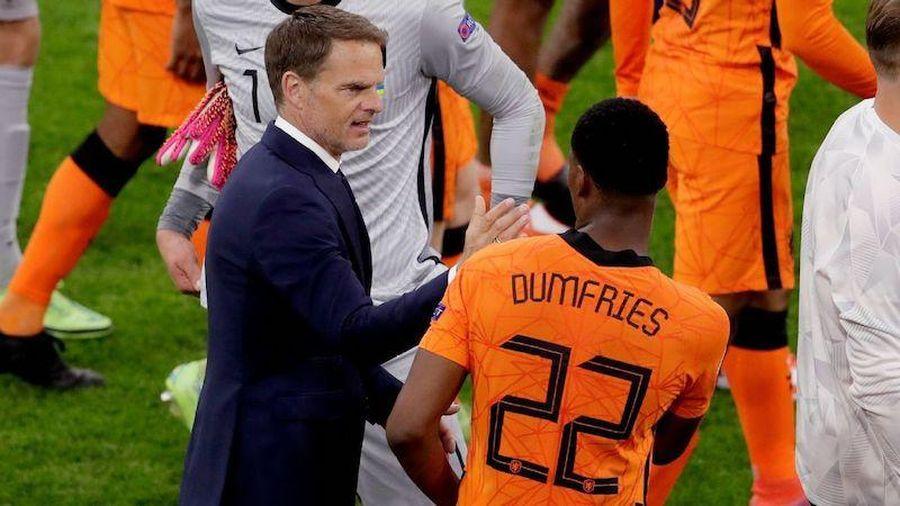 De Boer, kẻ thất bại đang mang về chiến thắng cho Oranje