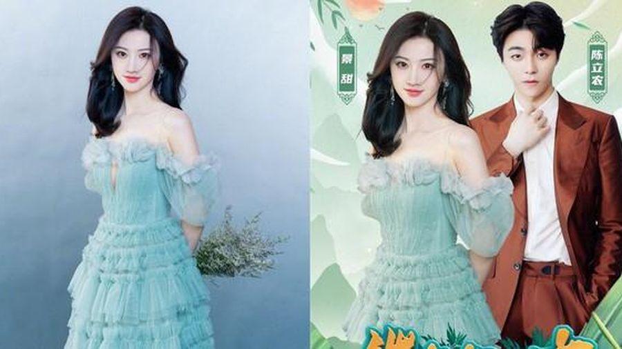 'Đệ nhất mỹ nữ Bắc Kinh' bị đài trung ương CCTV sửa ảnh vì mặc váy xẻ ngực quá sâu