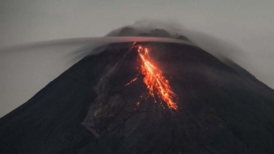 Núi lửa Merapi của Indonesia lại phun trào khí nóng, lan xa 2km
